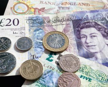 The Pound continues its decline as interest rate rises fade