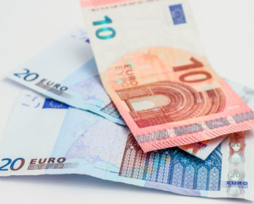 10 Tips to Save on Foreign Currency Exchange