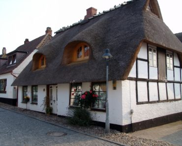 Are thatched roofs expensive to replace?