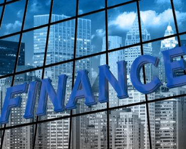 The Advantages and Disadvantages of Taking a Bank Loan