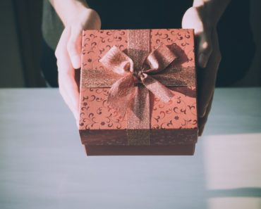 Secrets To Success – 6 Ways The Act Of Giving Can Boost Your Business