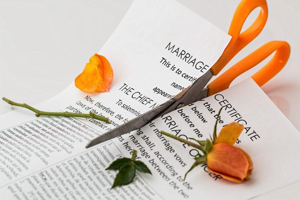 Cutting up a mariage certificate: a divorce concept