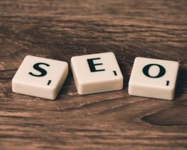 Spelling SEO with scrabble letters