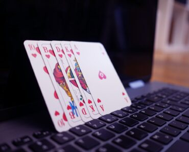 Playing online poker - a concept