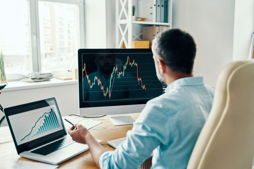 A man trading the stock market