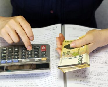 Holding money whilst using a calculator