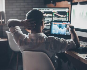 Trading stocks with multiple screens