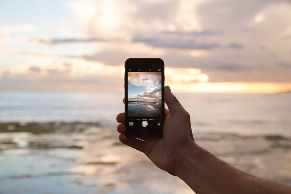 Photographing a sunset with a smart phone
