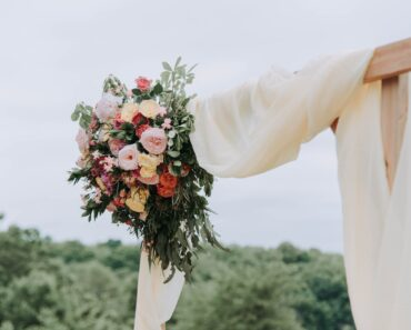 How to Save on Your Wedding While Keeping Sustainability in Mind