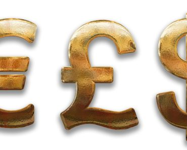 Euro strengthens