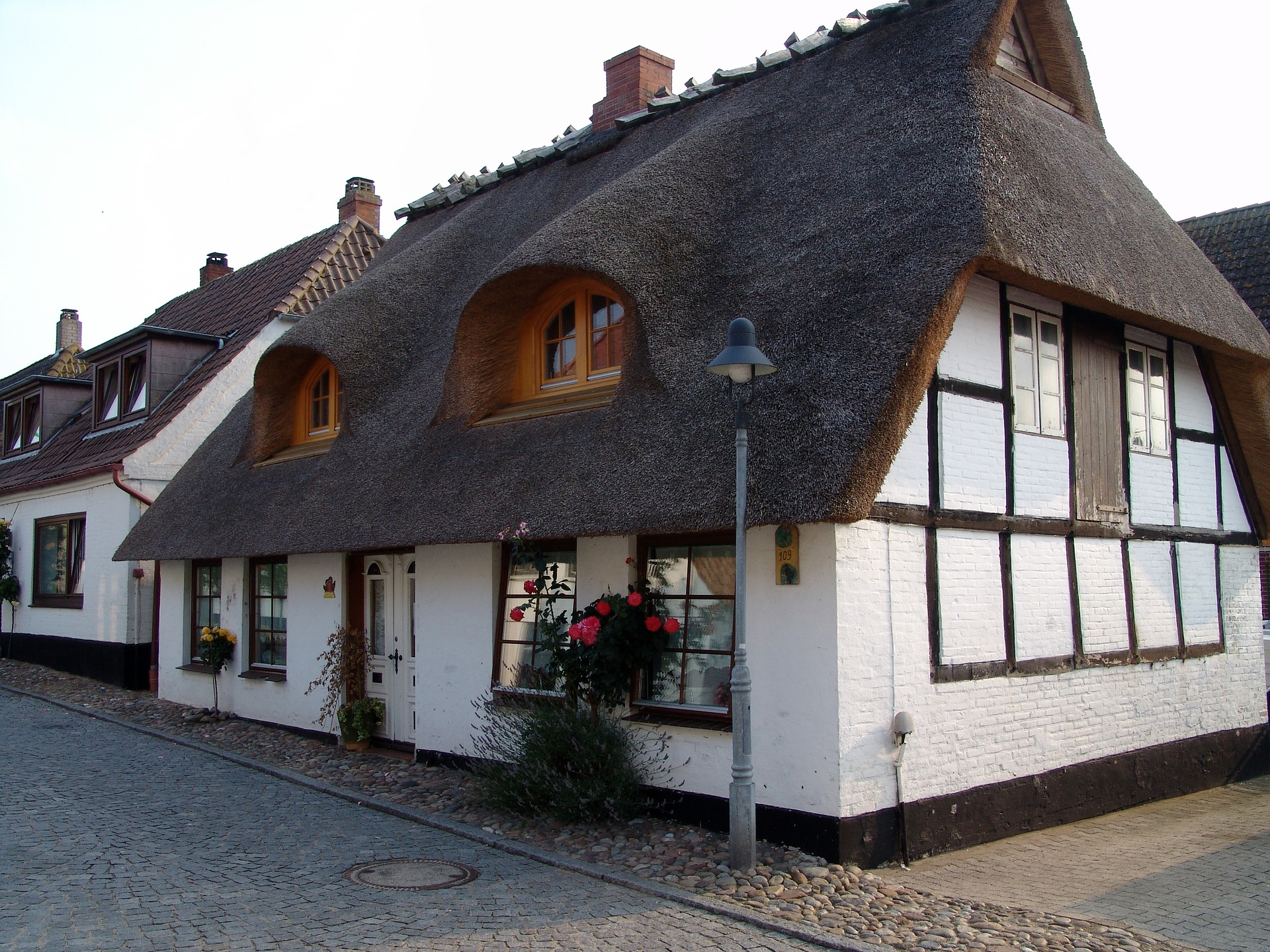 Are thatched roofs expensive to replace? | MoneyHighStreet.com