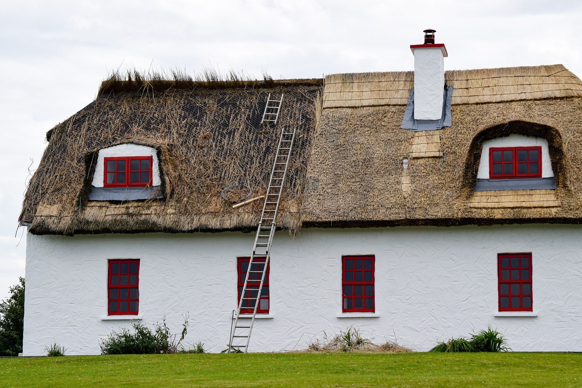 when should a thatched roof be replaced