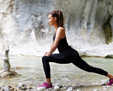A young woman geting fit